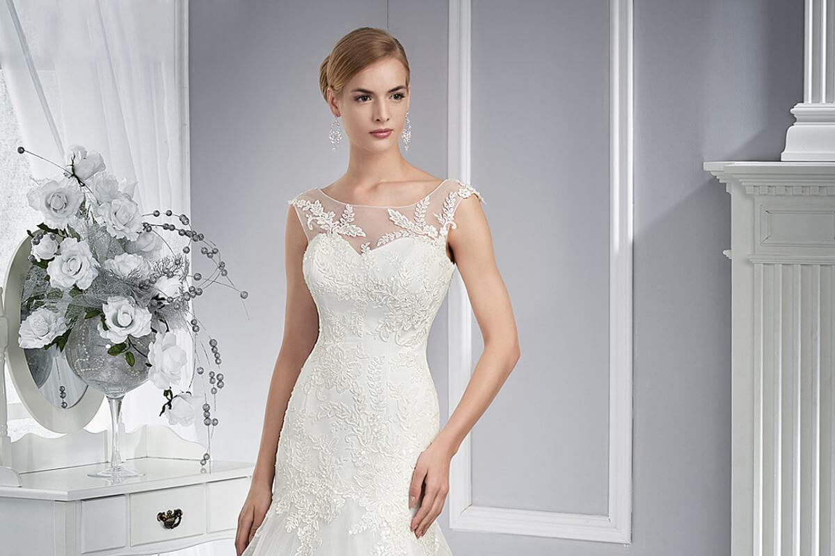 bfec45dfe9 MS Moda jest renomowanym w kraju producentem sukien ślubnych. W ofercie  znajdą Państwo popularne modele typu princessa